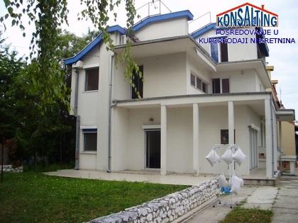 Kuća 250m² Novi Banovci